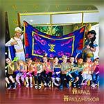 Аниматоры Аладдин и Жасмин фотографируются с детьми