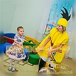 Аниматор Энгри Бердс Angry Birds танцует с детьми