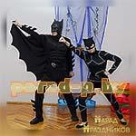Аниматоры Бетмен и Женщина-Кошка позируют