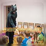 Аниматор Бетмен знакомится с детьми