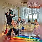 Аниматор Беззубик играет с ребятами