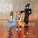 Аниматор Беззубик развлекает детей