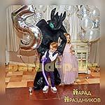 Аниматор Беззубик фотографируется с детьми
