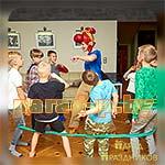 Дети повторяют движения за аниматором Бравл Старс Пэм