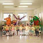 Аниматоры Бременские Музыканты фотографируются на празднике