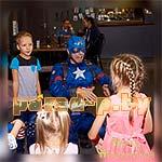 Аниматор Капитан Америка поздравляет именинника