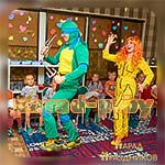 Аниматоры Черепашка-Ниндзя и Эйприл развлекают детей