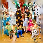 Аниматоры Холодное Сердце Эльза и Олаф фотографируются с детьми
