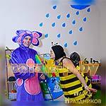 Аниматоры Лунтик и Пчелка позируют