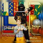 Аниматор Ниндзя фотографируется с именинником