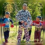 Аниматор Военный фотографируется с ребятами