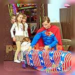 Аниматор Супермен на детской вечеринке