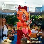 Аниматор Три Кота танцует с детьми