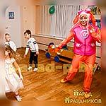 Аниматор Щенячий Патруль танцует с ребятами