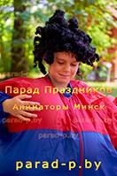 Мальчик на празднике с аниматором Алисой в стране чудес в Минске