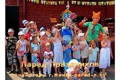 Аниматор в Минске Николас и Джуди фотографируются с детьми