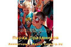Ребенок превращается в человека-паука на празднике
