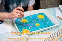 Мастер-класс Эбру в Минске - Ребёнок рисует цветы на воде
