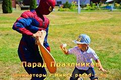 Пример съёмки профессионального детского фотографа в Минске - Мальчик готовит пиццу с Человеком-пауком