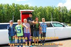 Пример съёмки профессионального детского фотографа в Минске - Гангстер с детьми позируют у лимузина