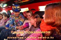 Репер берёт интервью в лимузине в Минске на дне рождения